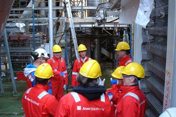 NSELP students visiting an oil rig. Photo: Knut Kaasen/NIFS.