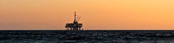 Bildet kan inneholde: vann, himmel, offshore boring, halv nedsenkbar, væske.