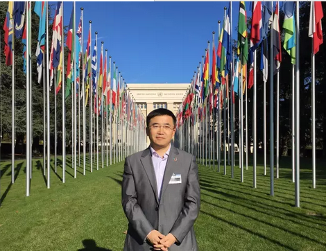One of the first NCHR MA graduate students, Dr. Liang Xiaohui, has become a leading expert on Corporate Social Responsibility (CSR) in China. As the first Chinese scholar, he set up and taught a course on Business and Human Rights at the Peking University Law School. In 2016, Dr. Liang was named one of the local SDG Pioneers by the Local SDG Pioneers Programme, which is a part of the UN Global Compact's Making Global Goals Local Business campaign.