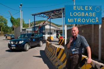 Vidar outside the UELX logbase in Mitrovica diring one of his first weeks in Kosovo.